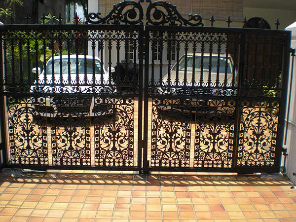 fancy black auto gate